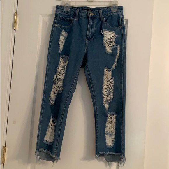 Forever 21 Denim - Distressed Cropped Jeans ☆